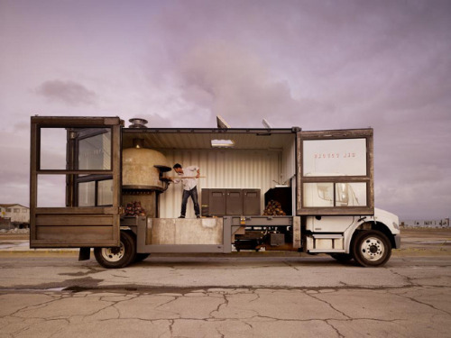 lylaandblu:  Del Popolo | Mobile Pizzeria this is a real thing, and i am speechless.