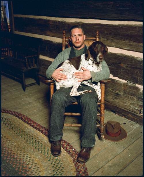 harrietvane:  Tom Hardy+cardigan+dog+rocking chair=buenísimo.  Tom Hardy, sweaters, dogs. Three of my favorite things.