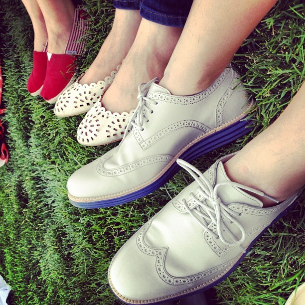 Palette of summer. 💙🔳🔴🇺🇸 #colehaan @colehaan X @frgmt1 @toms #centralpark #centralparknyc #summer #shoes #style #fashion #greatlawn #redbluewhite (Taken with Instagram at Central Park - Great Lawn Fields)