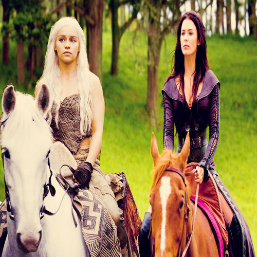 Daenerys and Kahlan riding horses together.