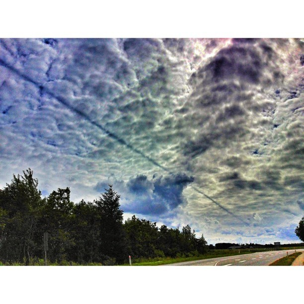 Line across the sky, crazy cloud formations! #clouds #cloudporn #sky #nature #igclouds #instagramers #instagramhub #instapopular #instamillion #igers #igdaily #igaddict #igbest #insta_nature #iphoned #iphonesia #iphonology #iphonephotography #picoftheday #bestoftheday #amazing #like  (Taken with Instagram)