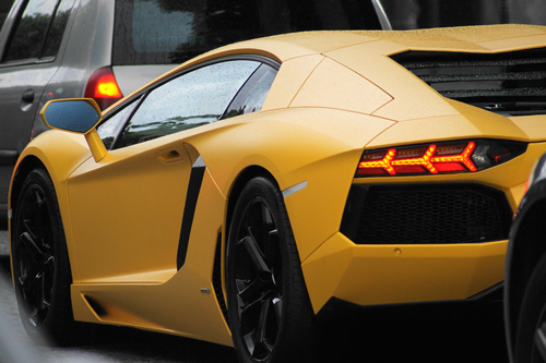 johnny-escobar:  Matte Yellow Aventador