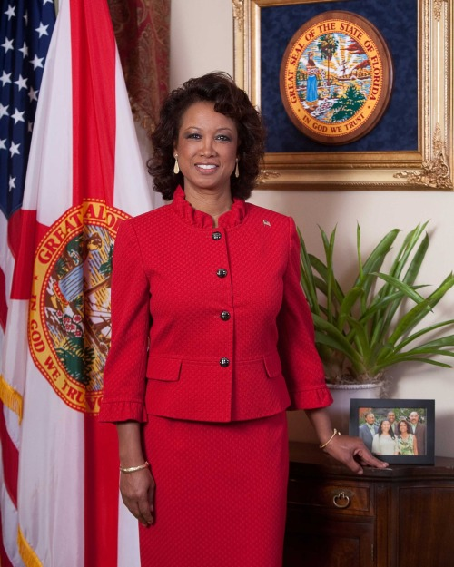 Florida, scandalo saffico scuote la vice governatrice Jennifer Carroll
