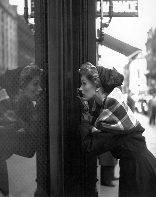 hoodoothatvoodoo:  Suzy Parker, Photo by Georges Dambier 1952