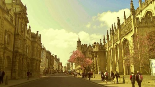 High street in  Oxford England. I miss you England ):
