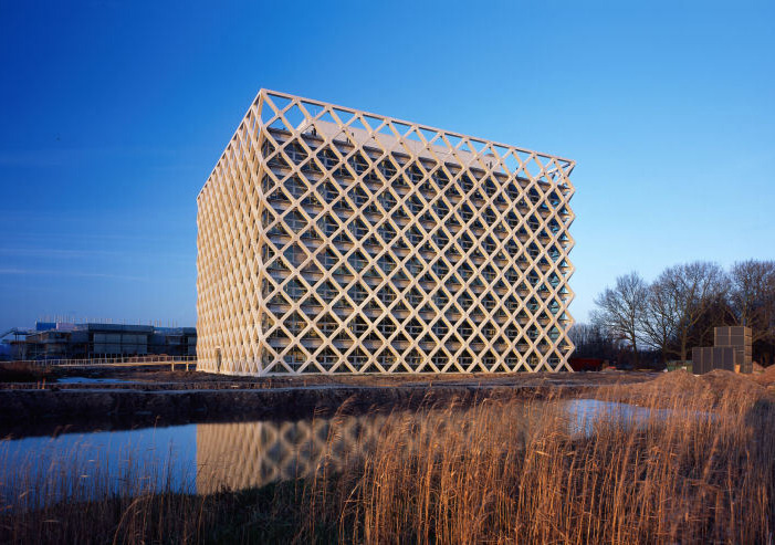 enochliew:  Atlas Building by Rafael Viñoly The lattice on the exterior is made from pre-cast concrete and serves as an exoskeleton to make the interior almost column free.