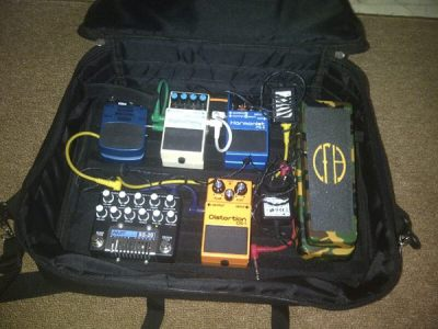 Dipo Rangga (Gigantor's guitarist) another pedalboard, using Pedalgazer Wide-n-Lite.