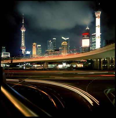 hiromitsu:  shanghai skyline by Thomas Birke on Flickr.