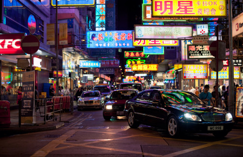 night street - hong kong (by Brennan Anderson)