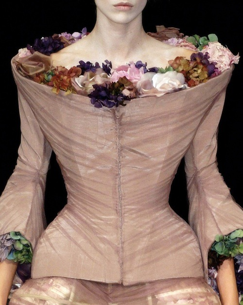 florylate:  Alexander McQueen S/S 2007 details McQueen idealizes the feminine form with an exaggerated hour-glass silhouette with flowers trapped in chiffon.
