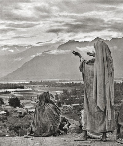 Henri Cartier-Bresson, Srinagar, Kashmir, 1948 (The Man, the Image and the World, pl. 407)
