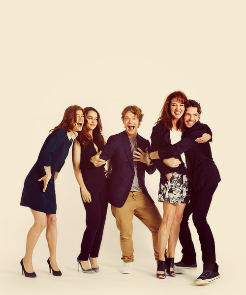 Rose Leslie, Emilia Clarke, Alfie Allen, Michelle Fairley and Richard Madden photographed by Michael Muller for EW, San Diego Comic-Con 2012 (x)