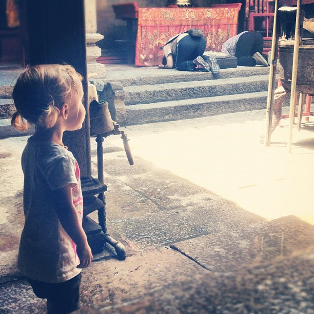 #watching#buddhist#genuflect#pray at the #temple in #taipa#village #macau #webstagram  (Taken with Instagram)