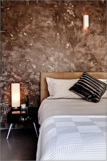 Cretestone wall and bedroom detail on Flickr.