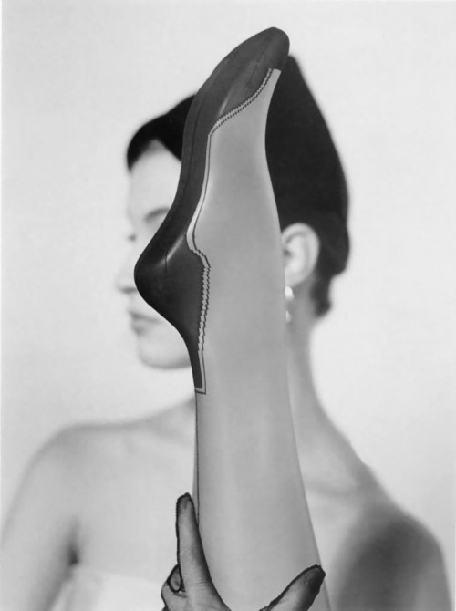 hollyhocksandtulips:  Photo by Erwin Blumenfeld, 1945  Cuban heels… #retrohosiery #leggsbedamned