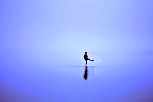 Elizabeth Gadd's stunning, monochromatic photograph was taken at the beach, where she said everything was the same shade of blue and one couldn't determine where the sky ended and the sea started.