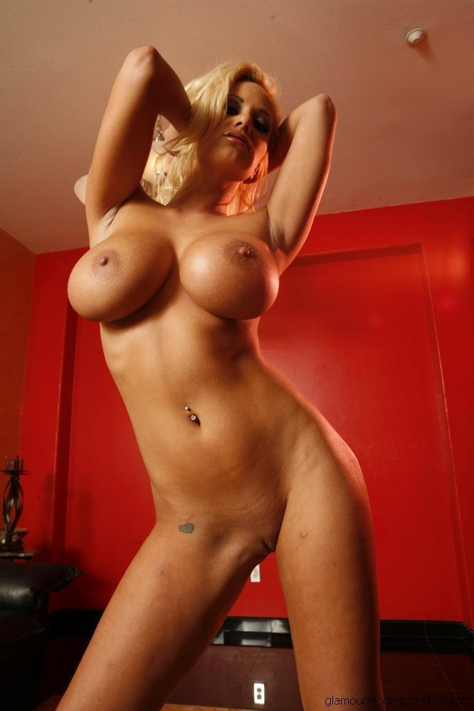 womenanatomy:  Shyla Stylez is a BIG girl!