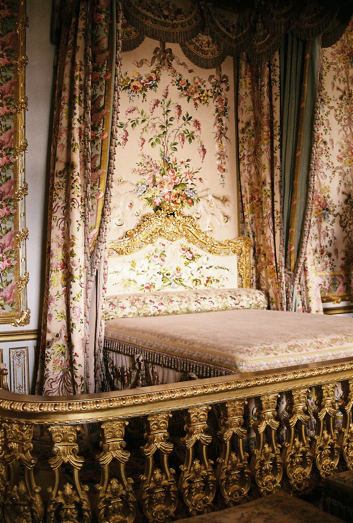 refluent:  Marie Antoinette's Bedroom (by cellophanesoul)