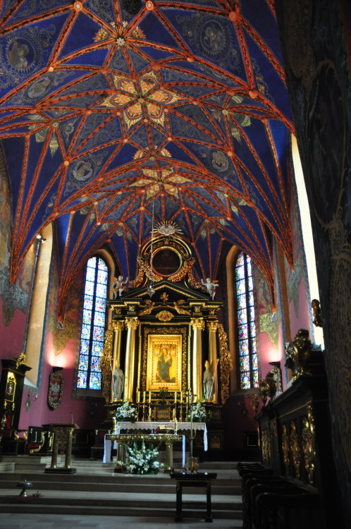 ladyjanefelsham:  Cathedral in Bydgoszcz: interior done in the 20s, which makes it absolutely stunning.