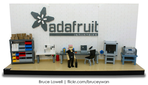 Ladyada's Workshop in LEGO by bruceywan on Flickr.