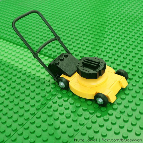 LEGO Lawnmower by bruceywan on Flickr.