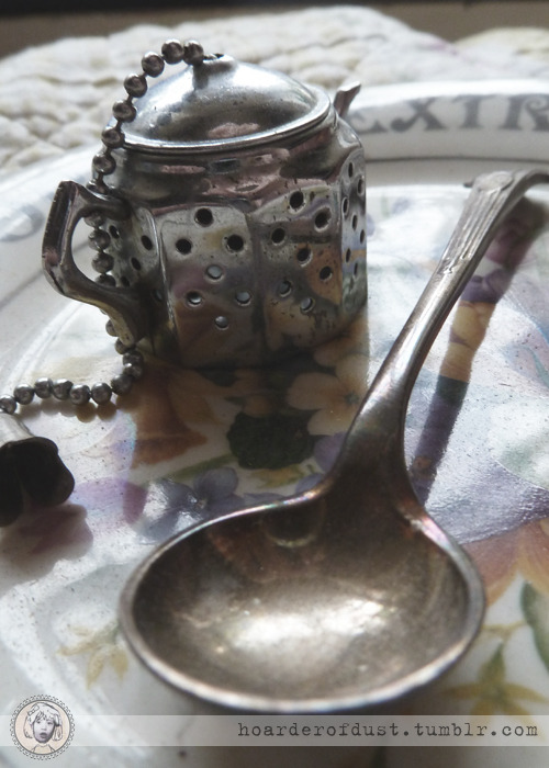 hoarderofdust:  Teapot shaped tea strainer, and a tiny spoon.