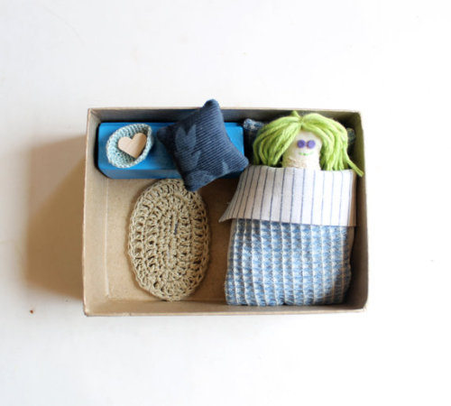 Intres (via Bedroom in a box with a doll Miniature Children Roombox by Intres)