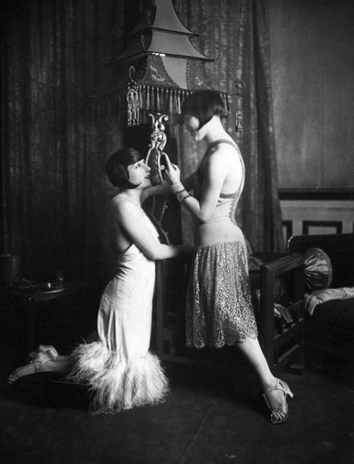theyroaredvintage:  The Guy Sisters, 1920s.
