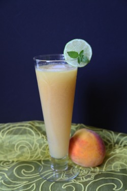 Peach smoothie: delicious, healthy, and perfect for summer!