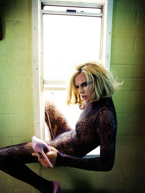 courtmetragee:  Charlize Theron for Flaunt magazine.