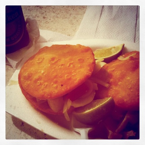 Las arepas de la VIDA. #food #foodporn #puertorico #lunch #conch #arepas #heineken #beer #foodporn #seafood #seaside (Taken with Instagram)