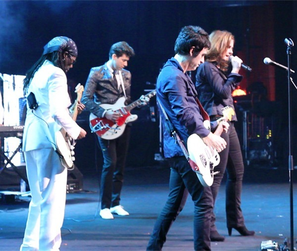 Johnny Marr and Alison Moyet joined Nile Rodgers and Mark Ronson at Montreux Jazz Festival last night to perform The Smiths 'Stop Me If You Think You've Heard This One Before' | FULL VIDEO: http://bit.ly/P6OxK3