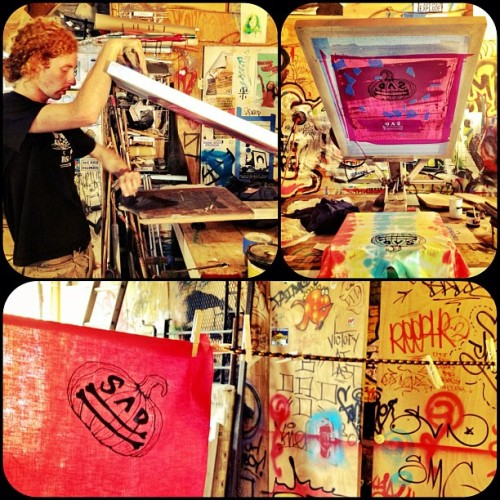 Sad Bones Screenprint sesh #dirty #punkrock #kids #screenprint #art  (Taken with Instagram)