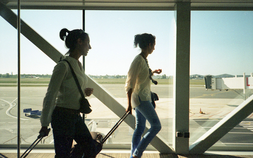 Airport Yashica T5 / Agfa Vista 200 expired (C41 home process)