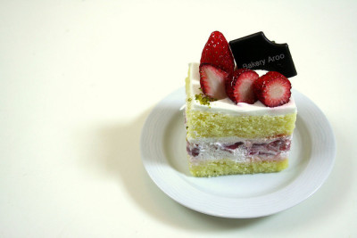 Strawberry Cake by stuckinseoul on Flickr.