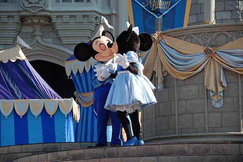 itsjustmyb0w:  Mickey and Minnie: Follow for Promos and quality.