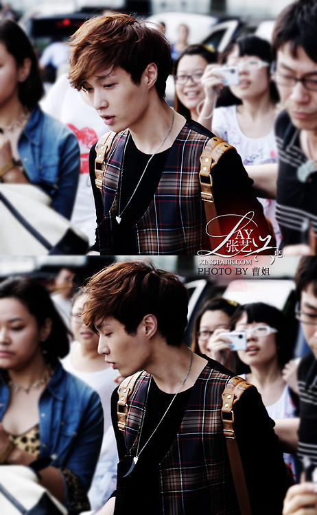 exodinary:  Lay asfghjkl your so cute :3 ~Maeb  cutest style :3