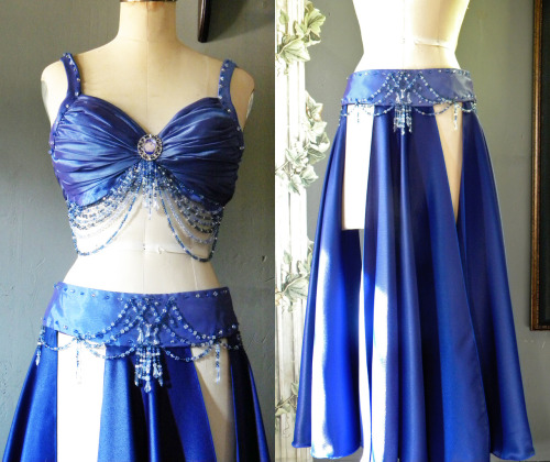 A simple, yet elegant, royal blue belly dance costume.As seen on ericasbeadgallery. Check out more on her Etsy.