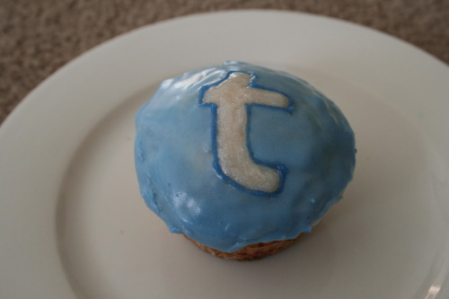 ny-city-lights:  i was baking today and decided to make tumblr cupcakes! x