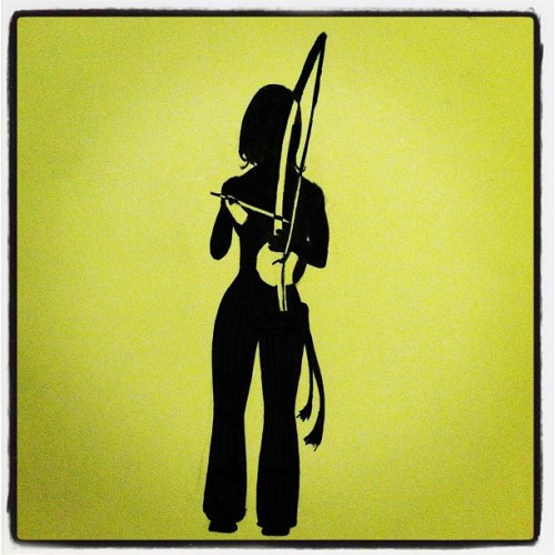 tijolinho:  Toque do #berimbau fica o corpo arrepiar #capoeira #ink #art #design (Taken with Instagram)