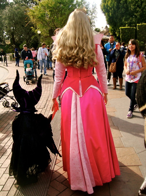 klotzilla:  daintydisneyy:  disney—w0nderland:  disney—w0nderland:  ºoº Want more disney? Click here!!    THIS IS SO CUTE AND ACCEPTING!