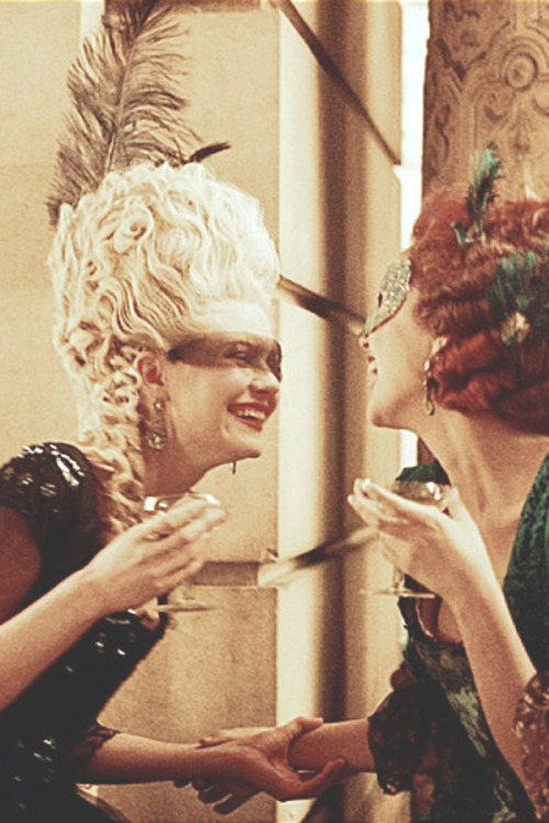in-the-middle-of-a-daydream:  Kirsten Dunst & Rose Byrne in Marie-Antoinette (2005)