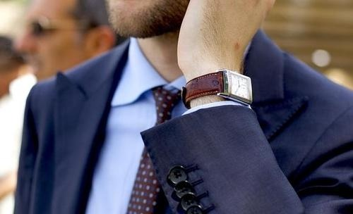 emrayfo:  Note how the tones of the burgundy tie complement the the leather wristband of his watch