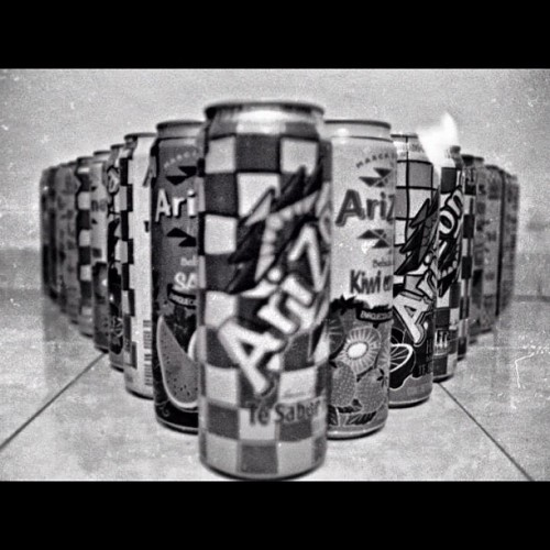 #arizona #tea #cans #perspective #pentaxk1000 #blackandwhite #analogue #film #love #instagood #tweegram #photooftheday #iphonesia #instamood #me #cute #igers #iphoneonly #instagramhub #picoftheday #tbt #girl #instadaily #jj #bestoftheday #sky #igdaily  (Tomada con Instagram)