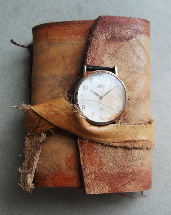 focus-damnit:  (via Ancient timeless Art journal Handbound leather by UselessPaper)