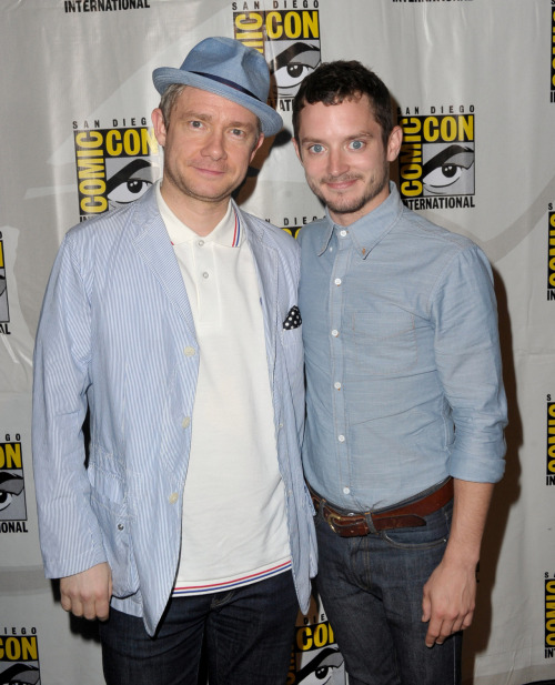 bohemea:  Martin Freeman & Elijah Wood - The Hobbit Comic-Con panel, July 14th 2012 BAGGINSES! Read this description of The Hobbit footage at Comic-Con as told by TheOneRing.net. It'll make your feels suffer!