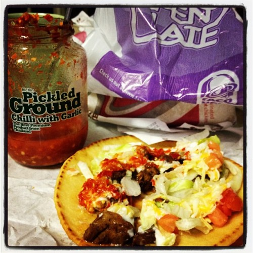 Chalupas & garlic chilli #tacobell #latenight #yum #mexican #asian #chilli #garlic (Taken with Instagram)