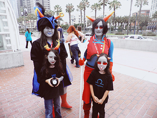 synnesai:  OK BUT SERIOUSLY LOOK AT THOSE LIL CUTIES LOOK AT THAT TEREZI  THAT VRISKA JESUS THEY WERE SO CUTE?! I-I don't think they have a tumblr ahah but if you were the equius who was with them please let me know! mindfang: synnesairedglare: jemeri