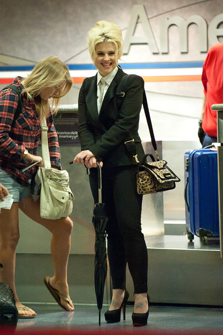 but-im-a-tomboy:  Kelly Osbourne, corporate black suit 2011