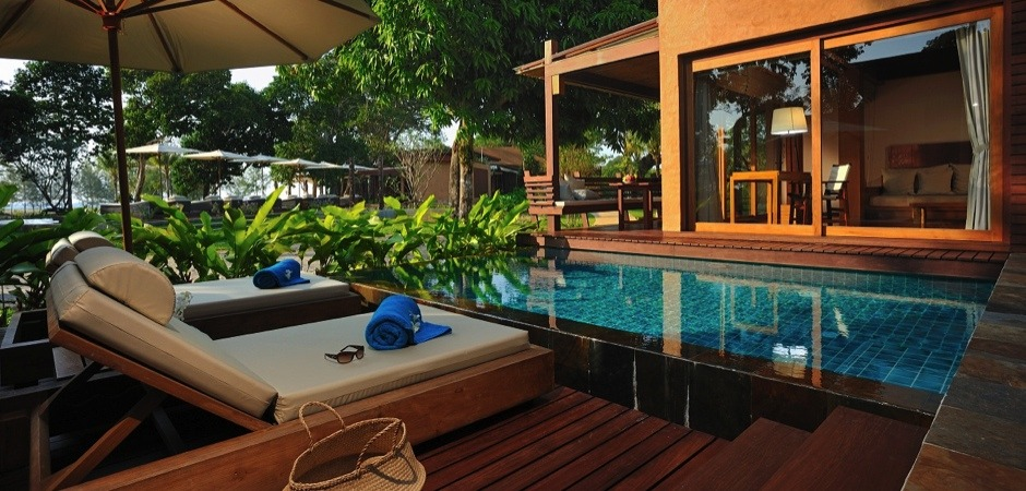 Individual luxury villas only 40 minutes drive from Phuket airport. Privacy and relaxation in spectacular surroundings.